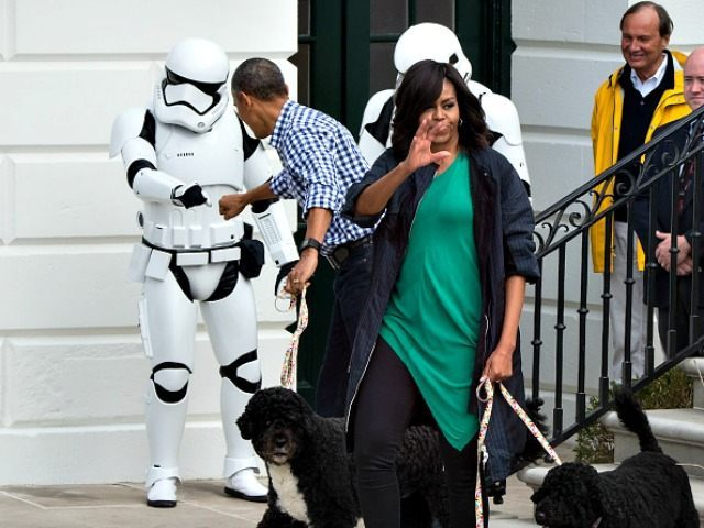 Obama-Fist-Bumps-Stormtrooper-Nicholas-Kamm-Getty-640x480.jpg