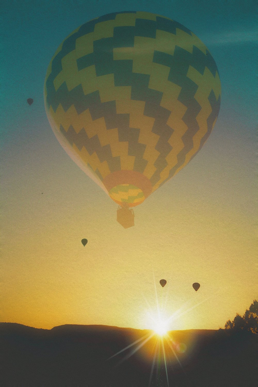 balloons at sunrise over sedona