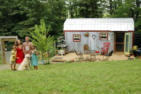 very-small-house-family-virginia_24c7d1956f22ef1a0bbc2f91ee5017b3_3x2_jpg_600x400_q85.jpg