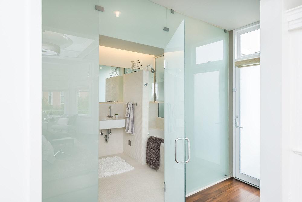 bath_entrance.jpg