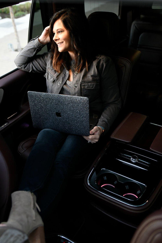 LincolnNavigator-Laptop.jpg
