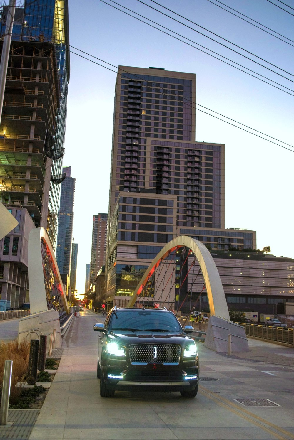 LincolnNavigator-CityScape.jpg