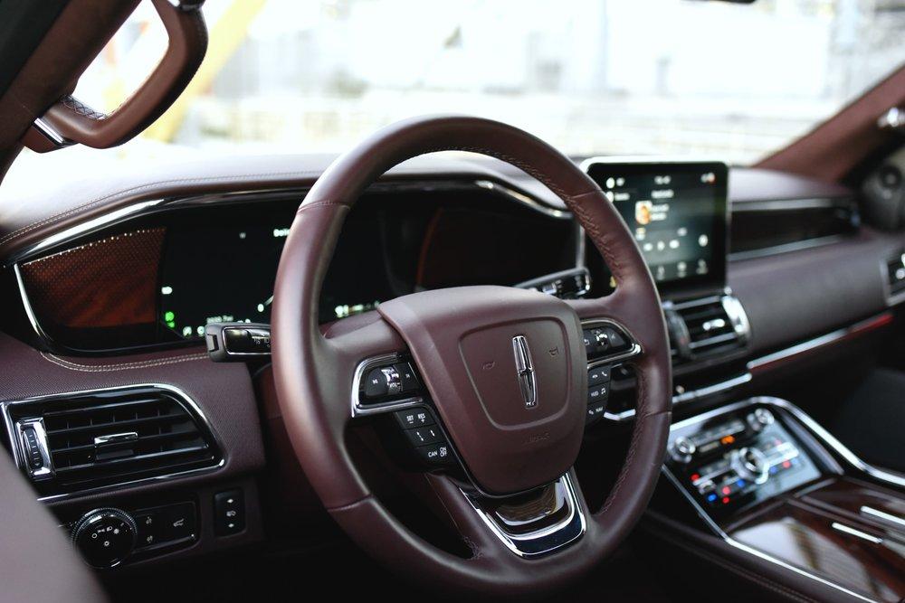 LincolnNavigator-SteeringWheel.jpg