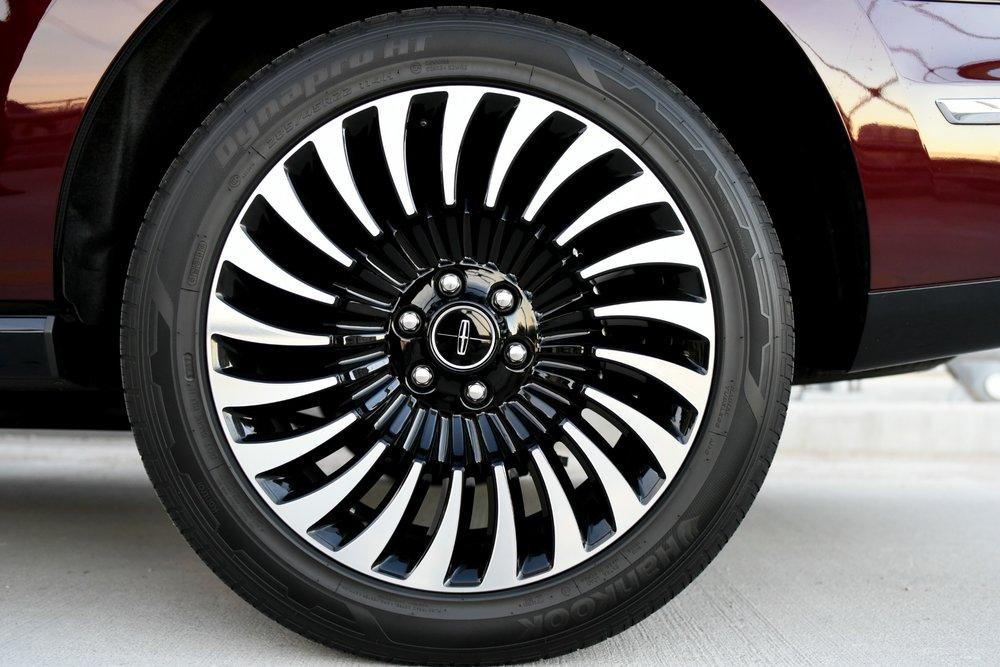LincolnNavigator-Wheels.jpg