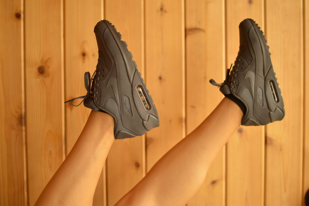 Crop  Top ,  Skirt , Huf Cadet Crewneck  Sweater , Nike Air Max  90's