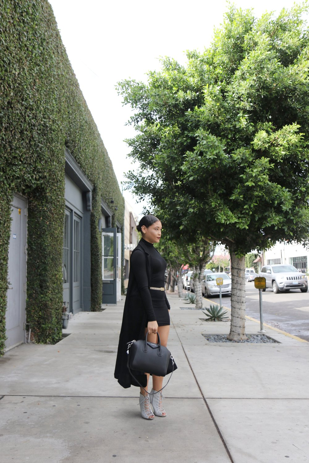 H&M Vest, H&M  Turtleneck, Forever 21 Mini Skirt, Booties (similar), Givenchy 'Antigona' bag