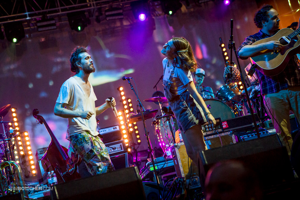 LouFest-Edward-Sharpe-and-The-Magnetic-Zeros-03-1776.jpg