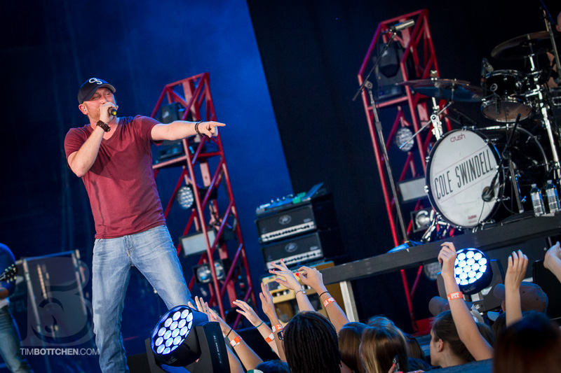 Cole-Swindell-Luke-Bryan-Verizon-Wireless-Amphitheater-01-3031.jpg