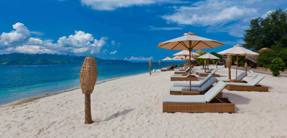 Gili-Trawangan-Lombok-Hotel-Rooms-Facilities-Beach-Beachfront-Ocean-Sun-Chair-White-Sand-03.jpg