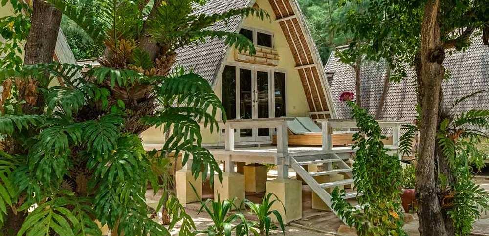 Gili-Trawangan-Lombok-Hotel-Rooms-Accomodation-Pearl-of-Trawangan-Lumbung-Beach-Cottages-05.jpg