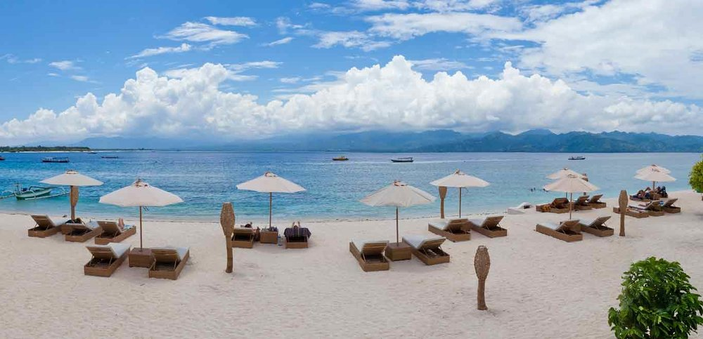 Gili-Trawangan-Lombok-Hotel-Rooms-Facilities-Beach-Beachfront-Ocean-Sun-Chair-White-Sand-01B.jpg