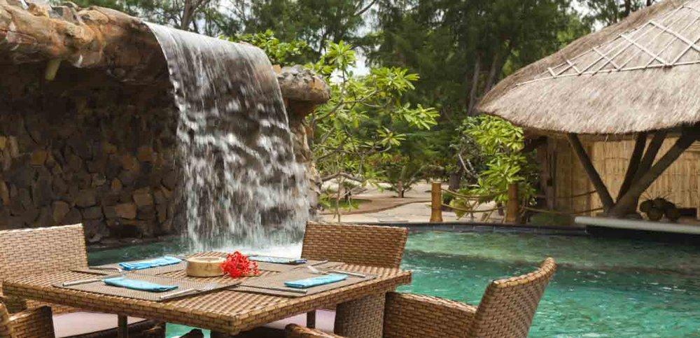 06-Gili-Trawangan-Lombok-Hotel-Rooms-Facilities-Swimming-Pool-Swim-Pool-Bar-05.jpg