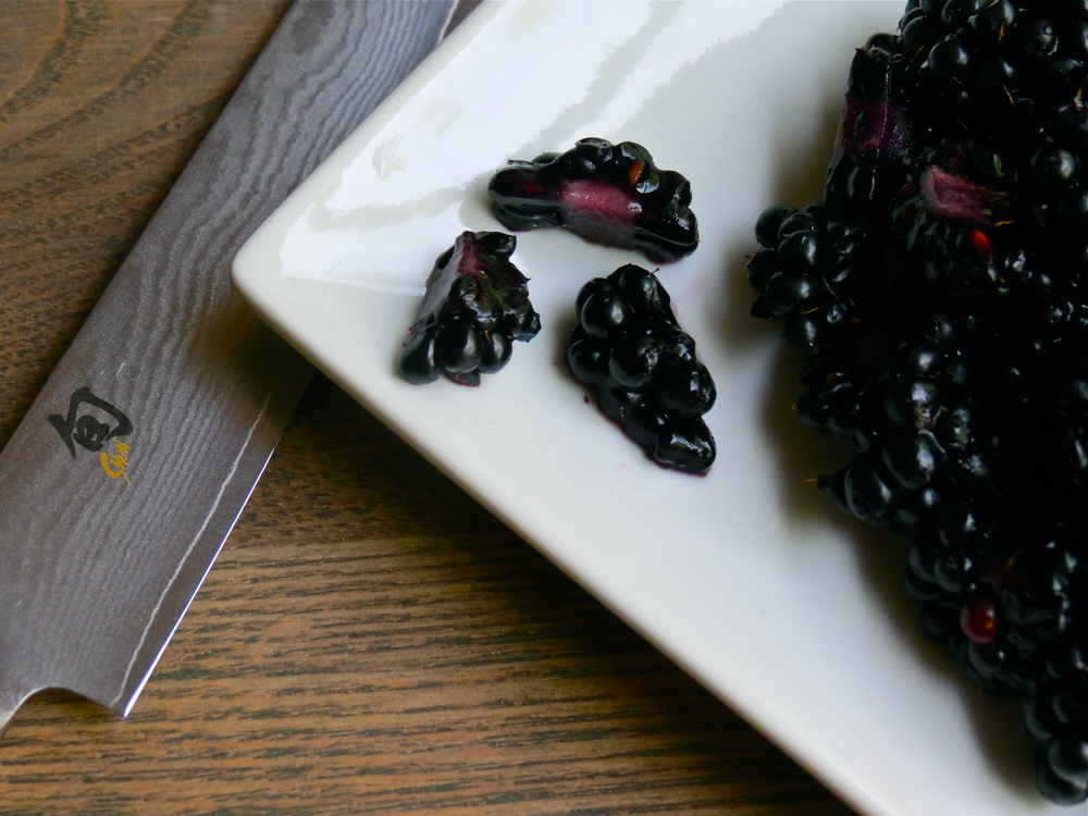 Dice blackberries into thirds.