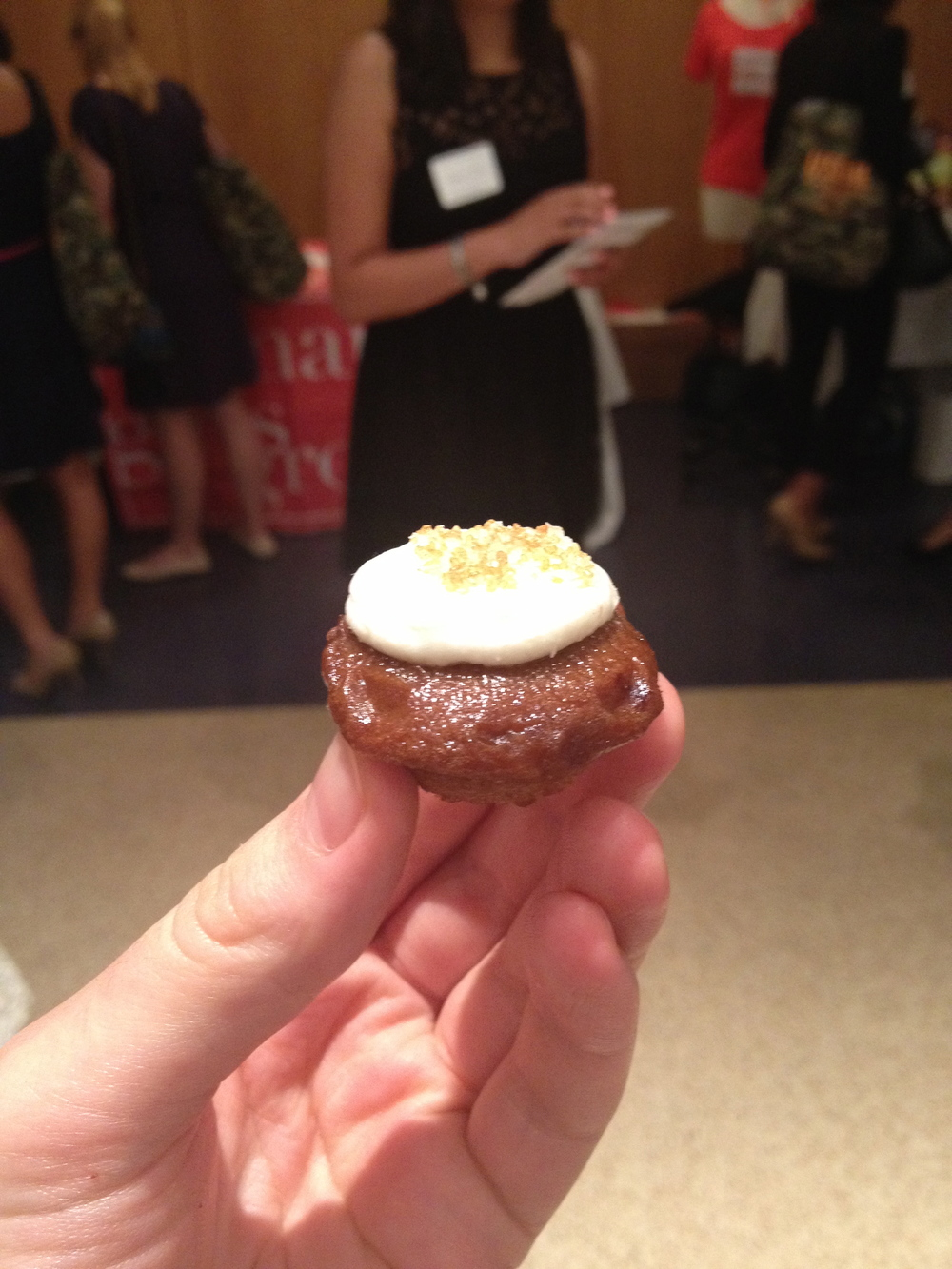 Isn't this Root Beer Float cupcake adorable???