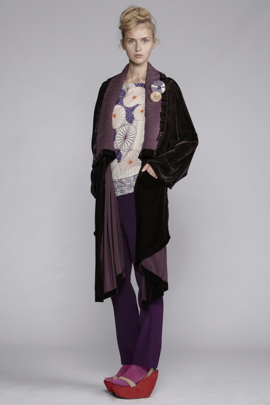 800/A139039 Pleated Shawl Collar Coat     245/A133410 Top     216/A136130 Cummerbund Narrow Pants (Printed Cummerbund)