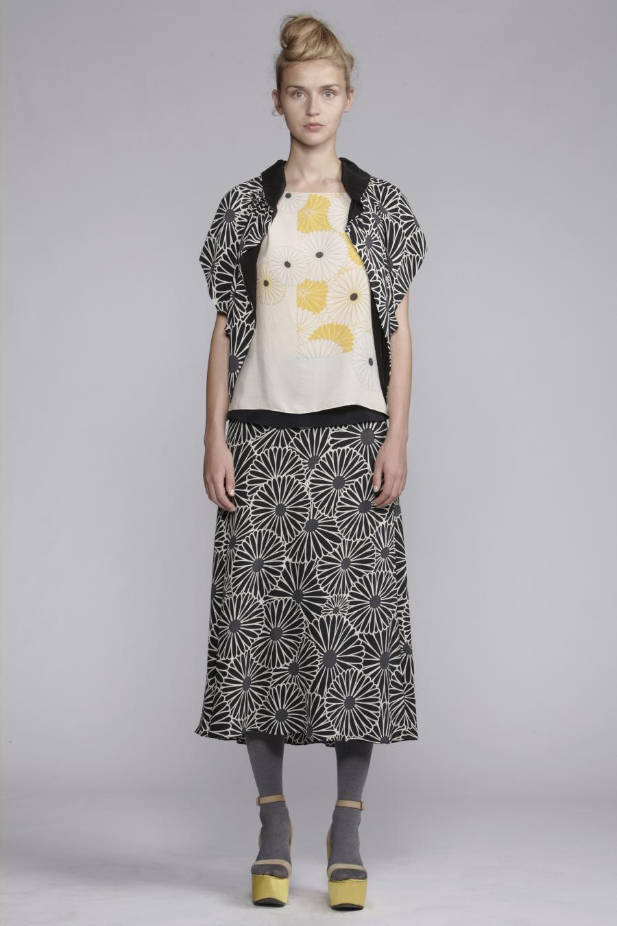 245/A133410 Top     250/A135231 Printed Skirt     250/A138205 Spiral Shibori Bolero