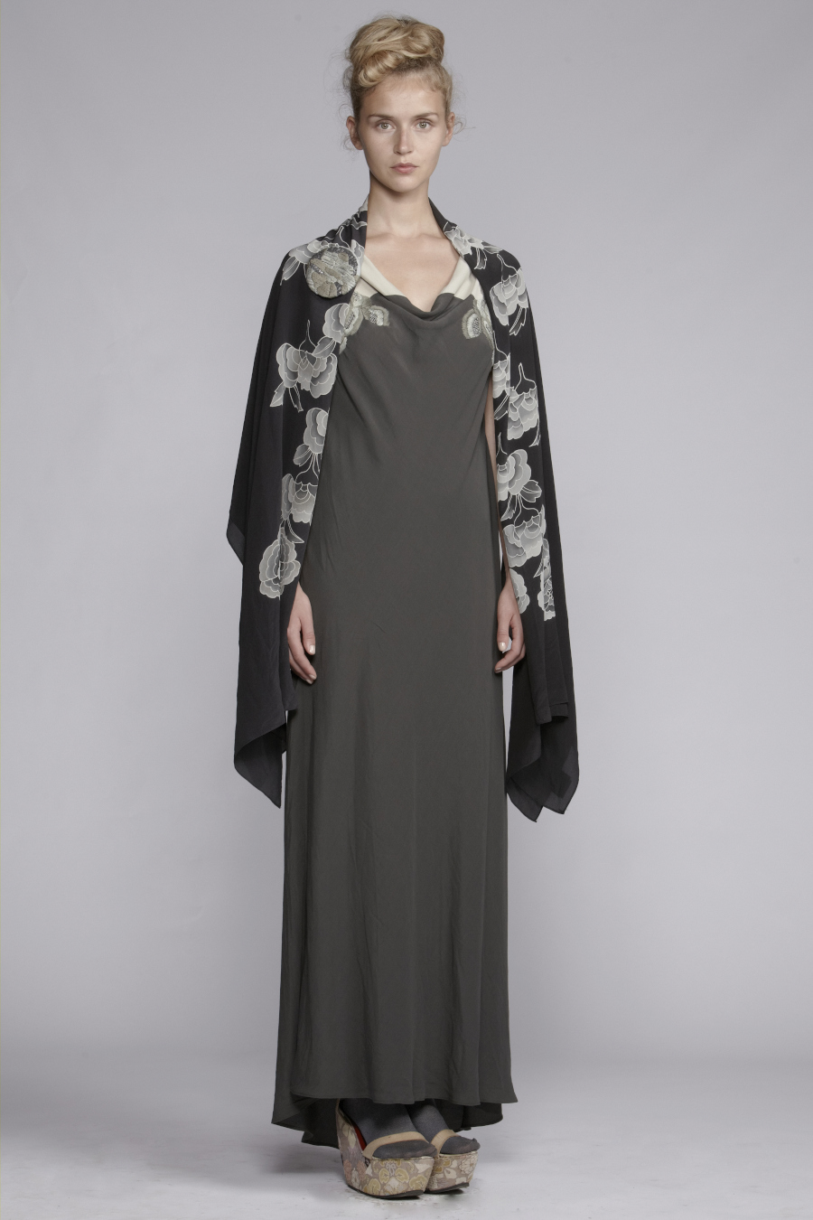 210/A131525L Panelled Bias Long Dress (with Embroidery)     900/A137486 Peony Scarf