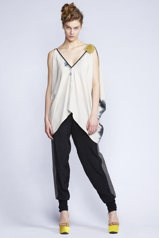 535/S133398 Rectangular V-Neck Top    580/S136129 Twisted Cuff Pants