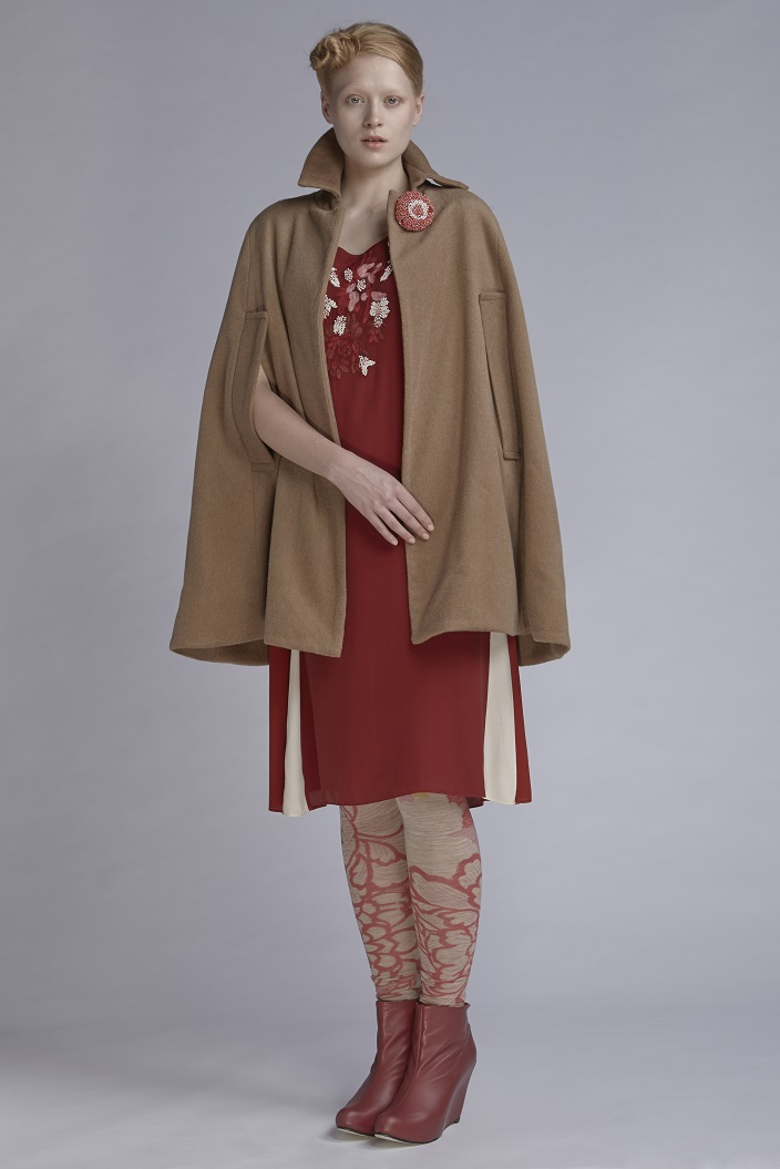 212/A141549B Midi Dress with Capped Sleeve (with beads)  600/A146138 Leggings  850/A149098 Wool Felt Cape