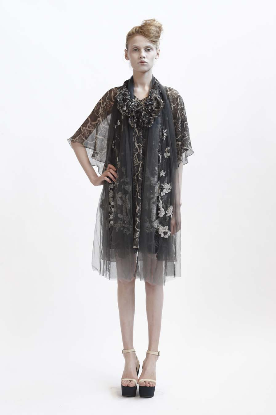 125/F01427 V-Necked Tucked Tunic    140/F01426S Bias Short Slip    900/F07415 Spiral Shibori Neckpiece    900/F07417 Beaded & Sequinned Shawl