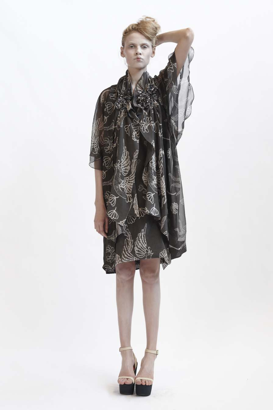 125/F09079 Long Cardigan with Kimono Sleeve    130/F01419S Tunic with Grosgrain Strap    130/F02107 Spiral Shibori Scarf Vest