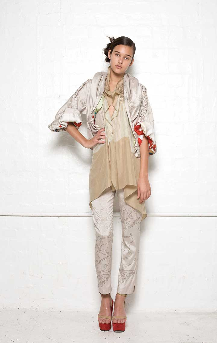 135/S08180 Jacket with Plaits    125/S02100 Spiral Shibori Scarf Vest    135/S06112A Narrow Pants