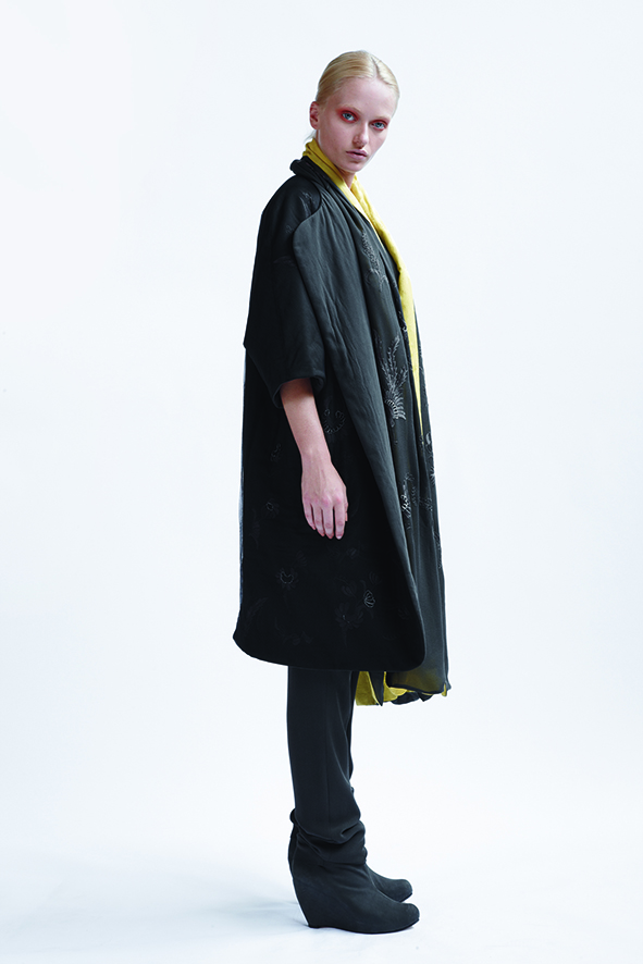 195/A09073 Embroidered Reversible Long Coat    145/A03372 Slash Neck Short Sleeve Top    175/A06118 Tucked Waist Tapered Pant    900/A07043 Long Hand Embroidered Silk Scarf
