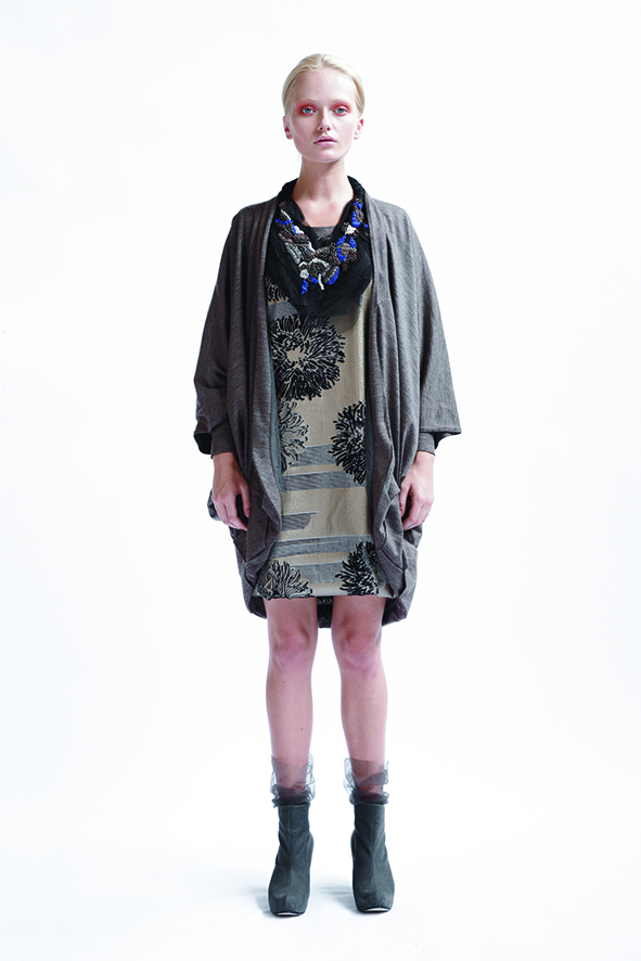 210/A09074 Origami Kimono Coat    160/A03371 Paneled Long Sleeve Tunic    900/A07411 Layered Tulle Neckpiece