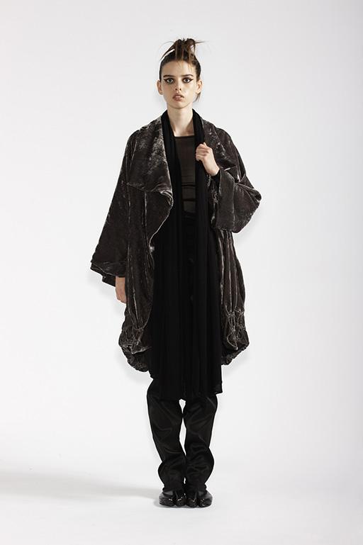 210/A93290 Long Sleeve Tunic    185/A99067 Origami Coat    115/A96107 Slim Pants    215/A97369 Wrap