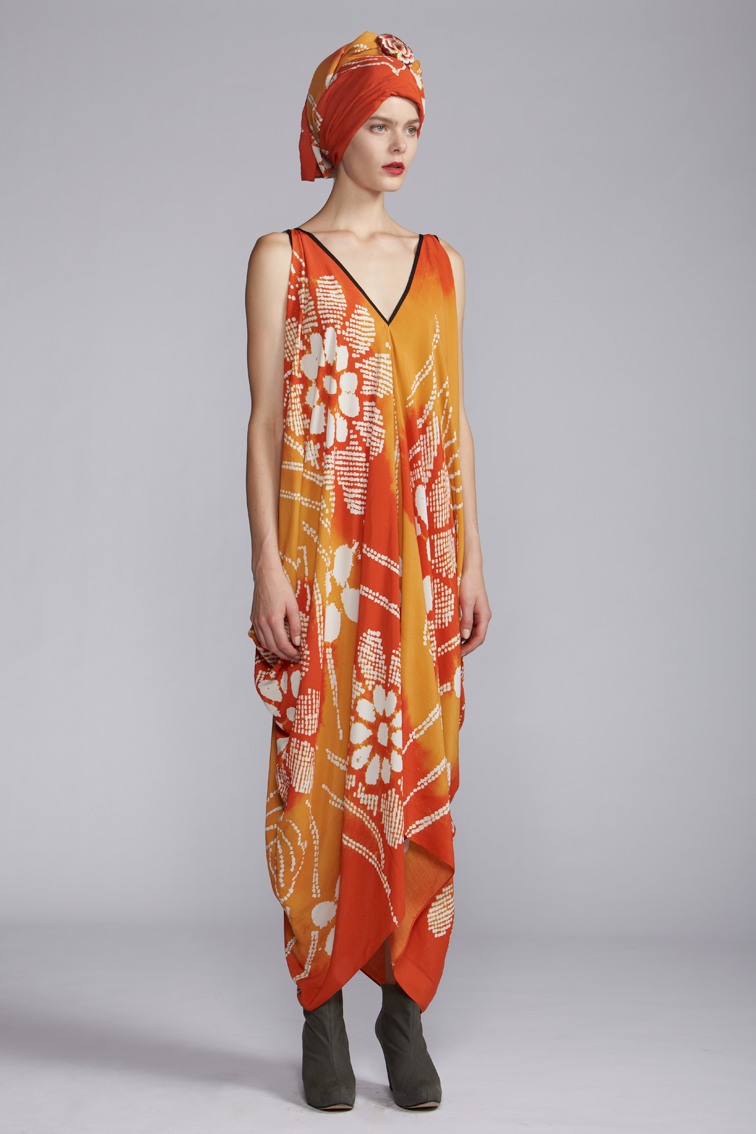 220/A120128 Rectangular V-neck Dress    900/A120119 Printed Scarf