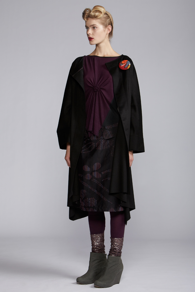 600/A123395 Spiral Shibori Panelled Top    600/A120116 Bangle Leggings    300/A125225 Straight Skirt    850/S29087P Flair Coat
