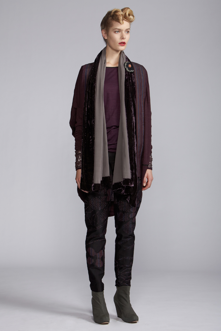 600/A120121 Long Sleeve Bangle Top    300/A126127 Straight Pants    600/A120108 Cocoon Jacket    900/A120122 Velvet Scarf