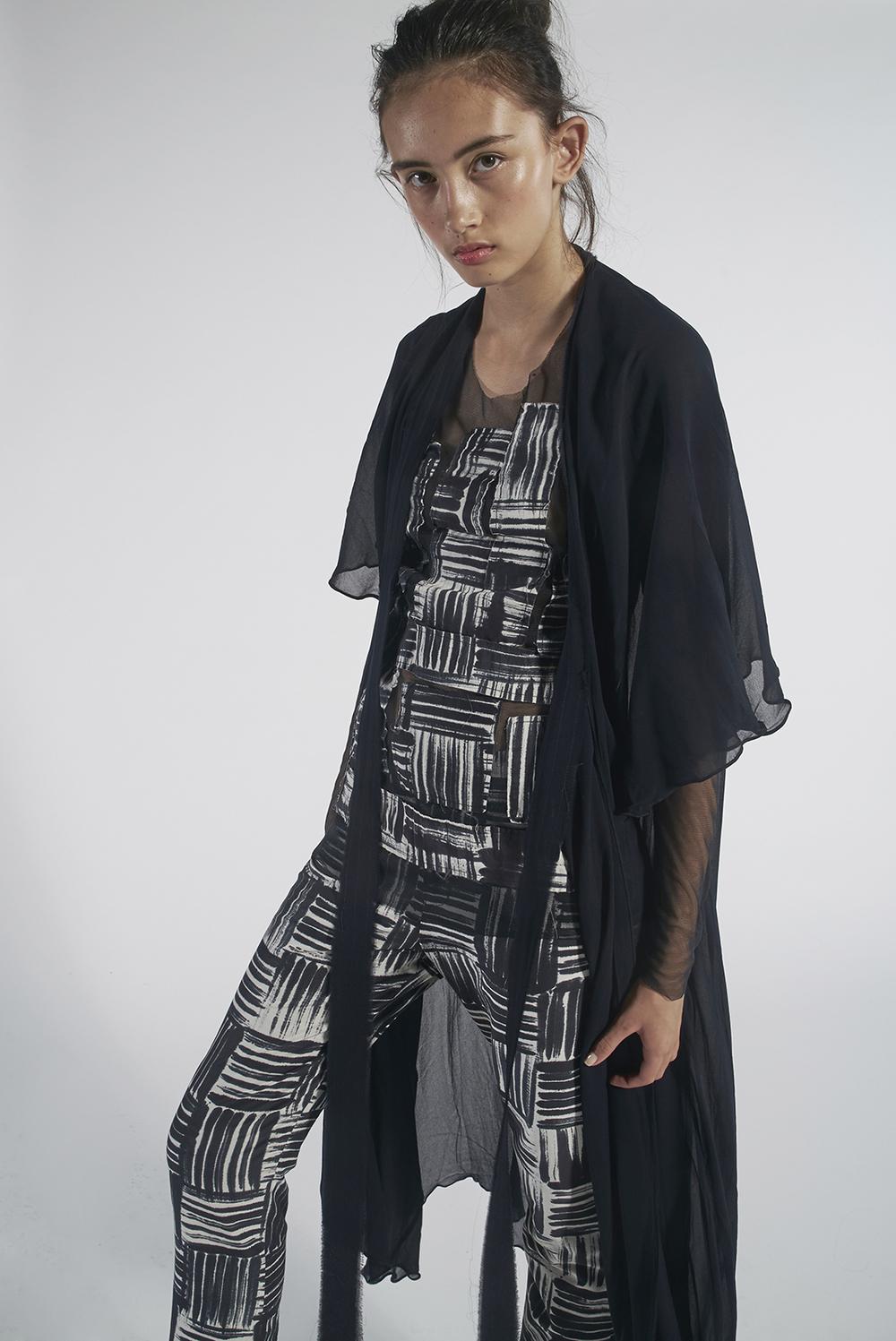 235/A151152 Tie Kimono 592/A153369 Batik Patchwork Tulle Top 592/A156112L Batik Slim Pants