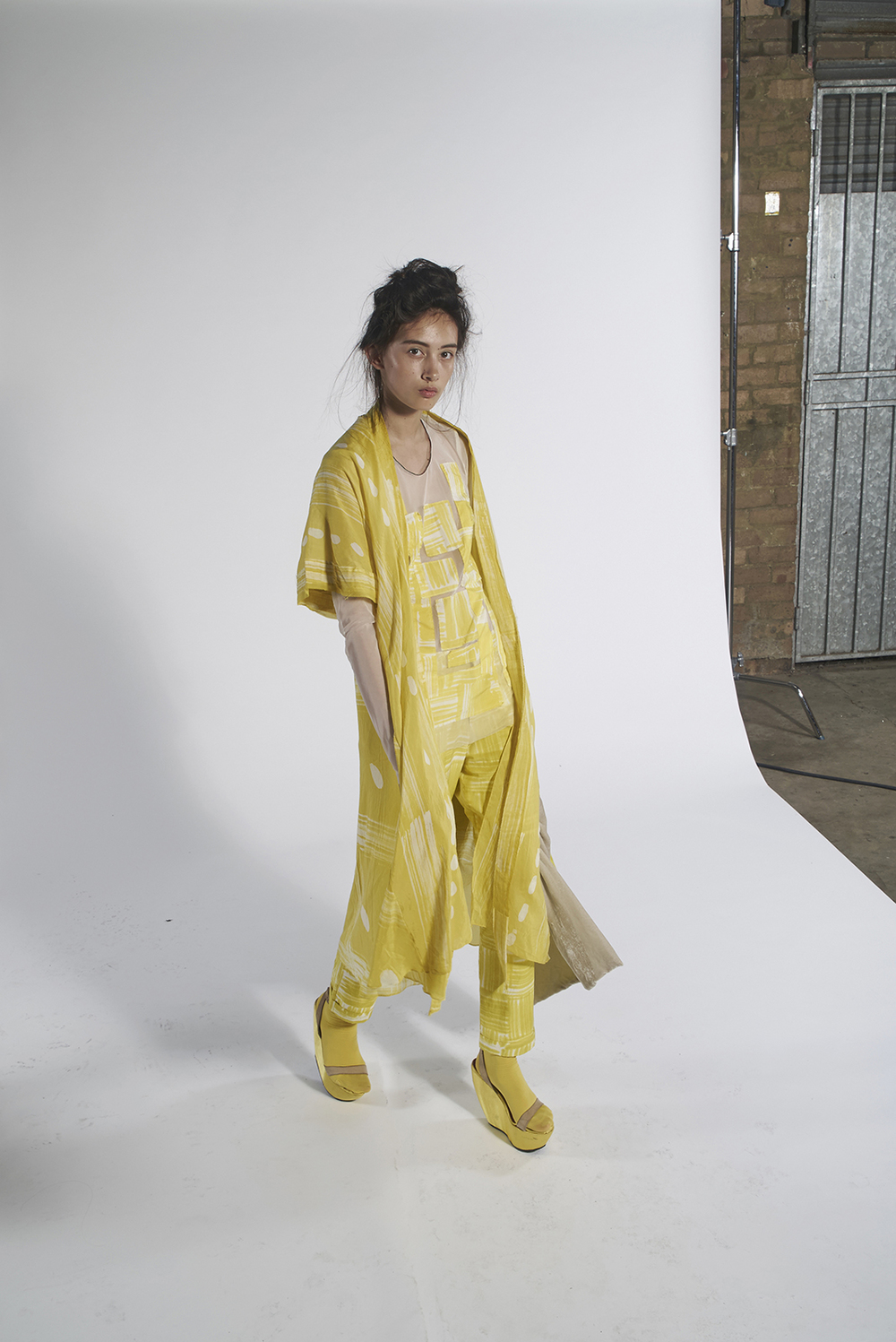 593/A151152 Batik Tie Kimono 592/A153369 Batik Patchwork Tulle Top 592/A156112L Batik Slim Pants 801/A152092 Plaited Velvet Scarf