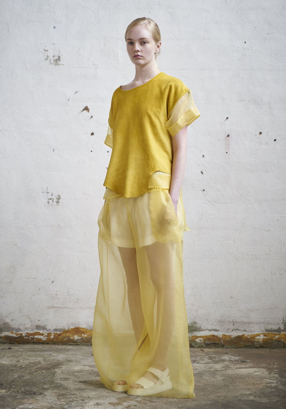 L O O K 0 4  892/S173441 Suede/Organza Boxy Top W/Sleeves  105/S176133 Gathered Wide Pants  340/F176133S Gathered Wide Shorts