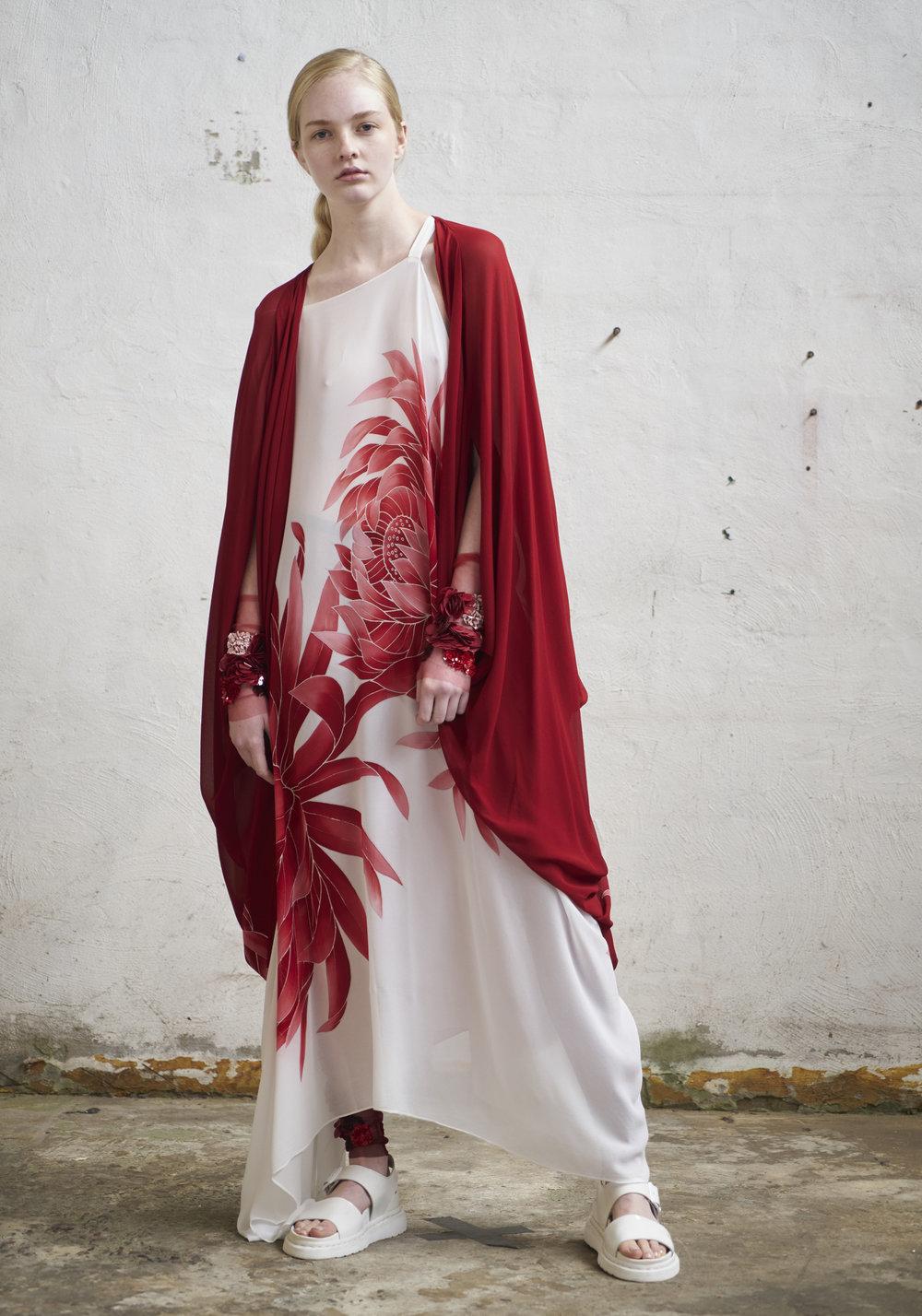 L O O K 0 7  237/S178221 Cocoon Kimono  237/S171593 Off Shoulder Strap Dress  151/S173446 Embellished Leggings