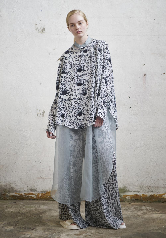 L O O K 0 9  127/S173449 Long Sleeve Drape Top  127/S176133 Gathered Wide Pants  105/S174076XL Sleeveless Trapeze Shirt