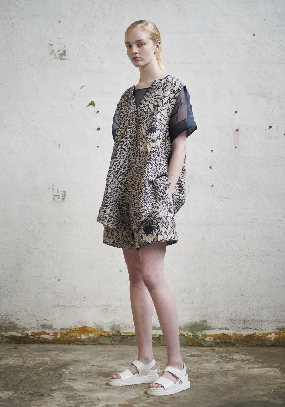 L O O K 1 1  913/S172172 Cross Front Vest  913/S176133S Gathered Wide Shorts  105/S171602R Boxy Top W/Sleeves