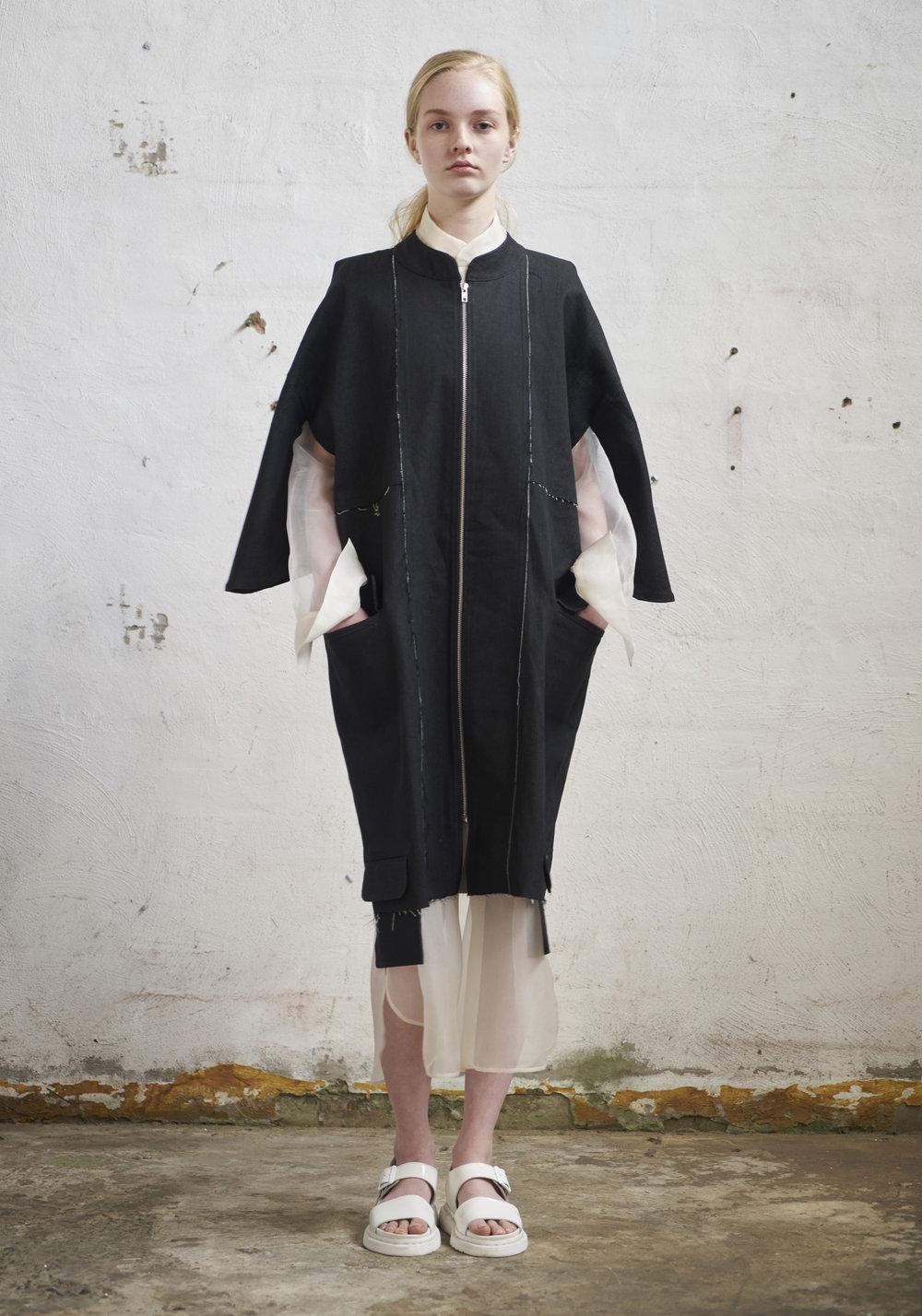 L O O K 2 0  901/S178232L Long Paralleled Zip Coat W/Kimono Sleeves  105/S174115 Organza Long Shirt W/Collar Stand