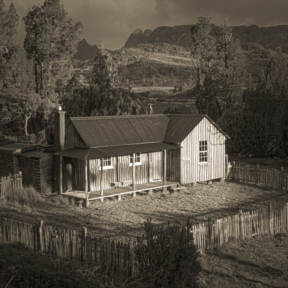 Mary Hut and Cradle Mountain © Len Metcalf