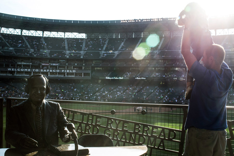 A statue of longtime Mariners announcer Dave Niehaus is located in the right-centerfield concourse.
