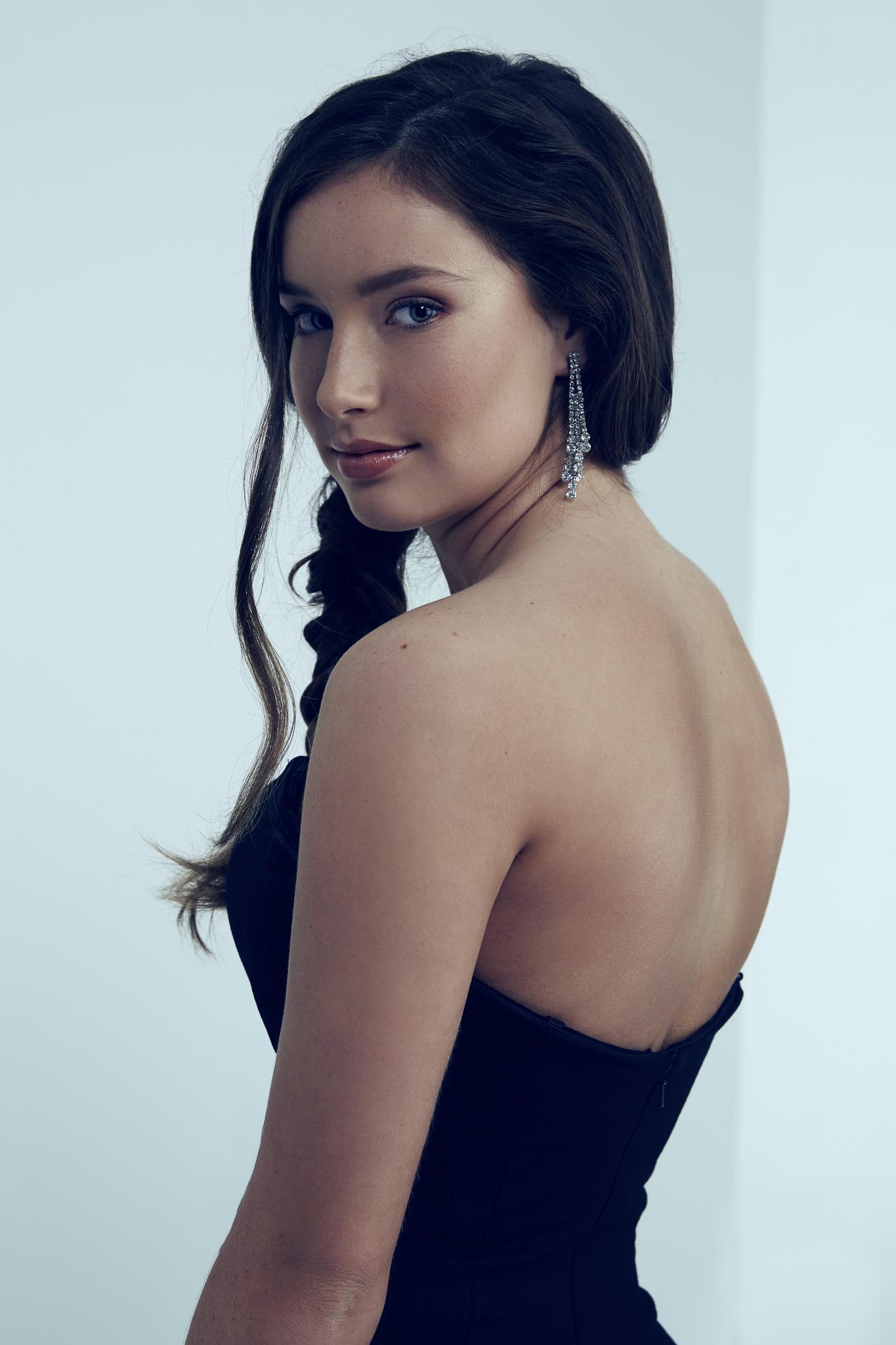Senior Model Portrait Savannah Lingle Emily Mcgonigle