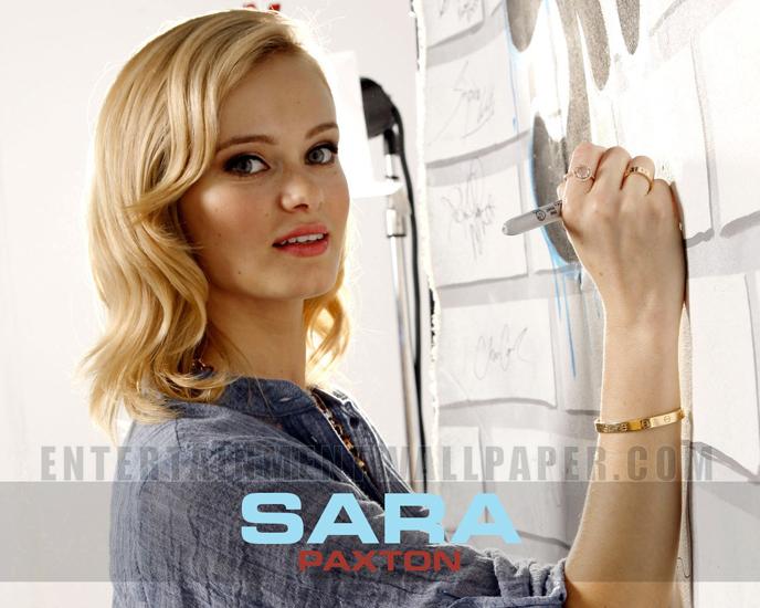 sara-paxton02.jpg