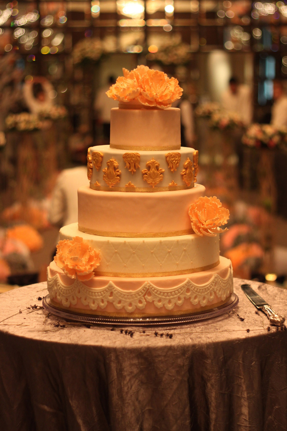2014. My first 5 tier wedding cake I did for Helen & Paul and the last cake I did before my internship.