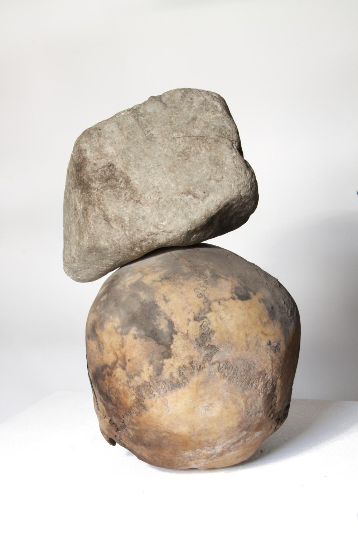 Stone on head /   Stein auf Kopf    (Rear view / Rückansicht )