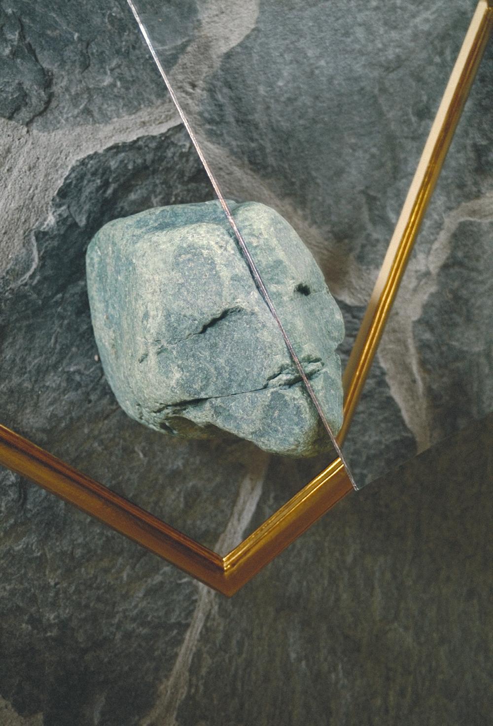 Stone and mirror with frame /   Stein und Spiegel mit Rahmen   (Close up / Detailaufnahme )