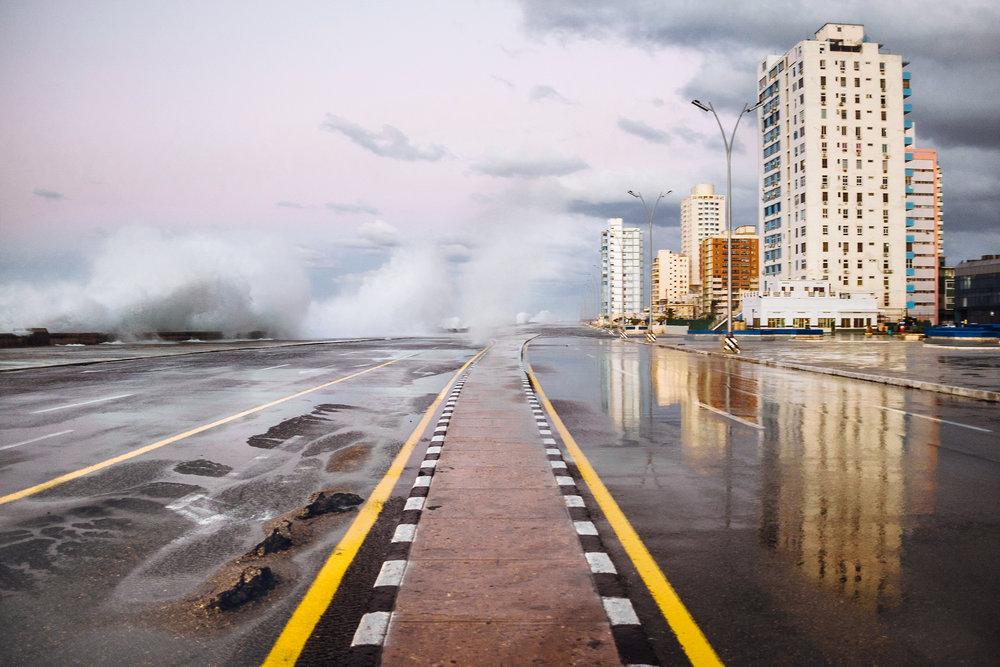 Felicidad_de_Lucas_Cuban_Storm_Malecon.jpg