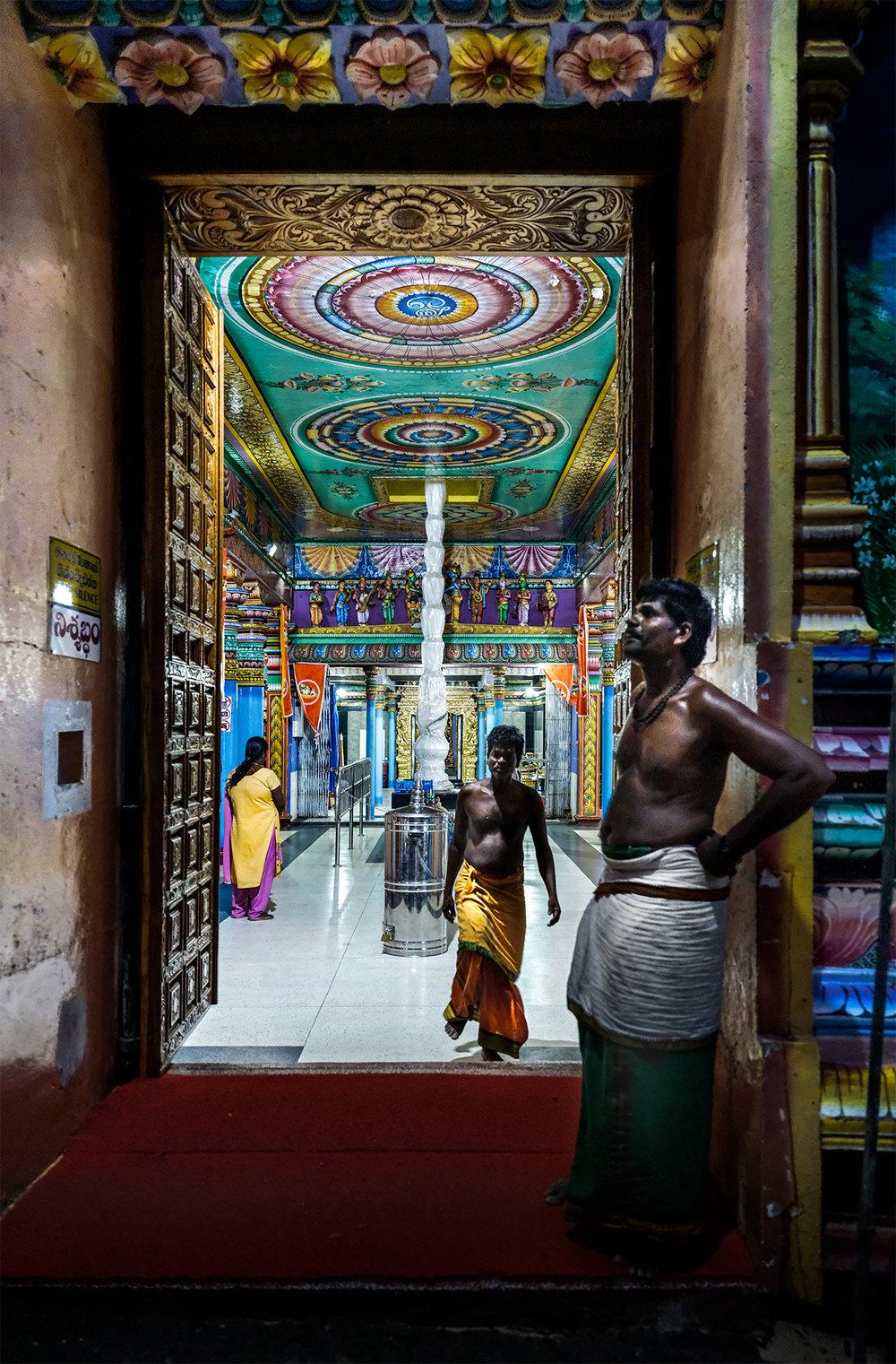 sri_lanka_Shiva_temple.jpg