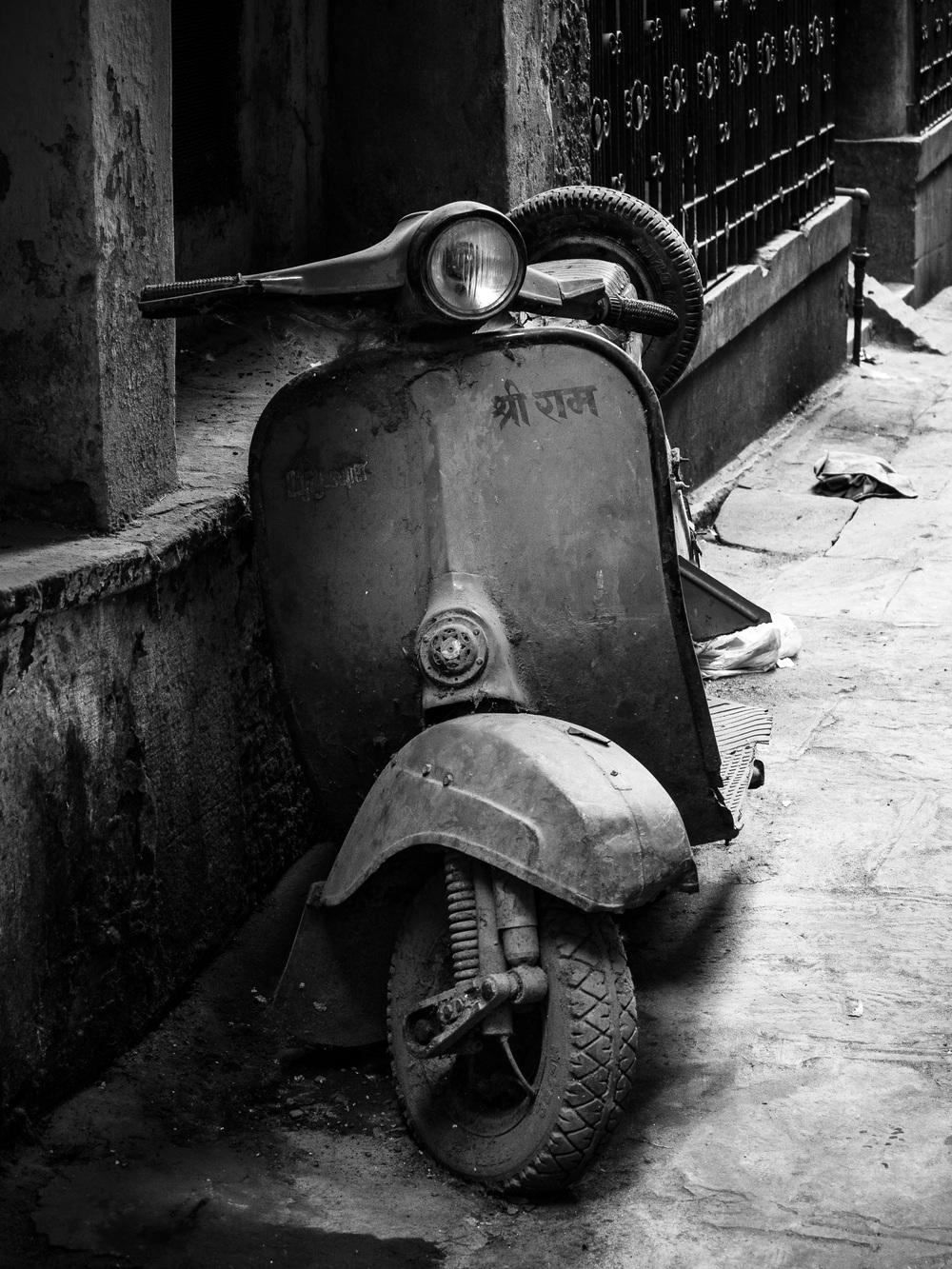 Scooter Varanasi.jpg