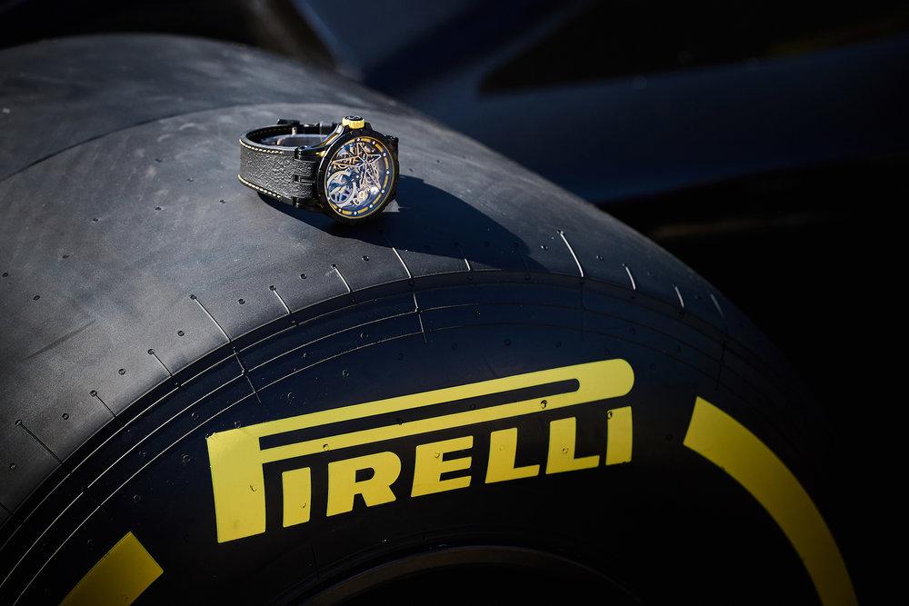 Pirelli jaune.jpg